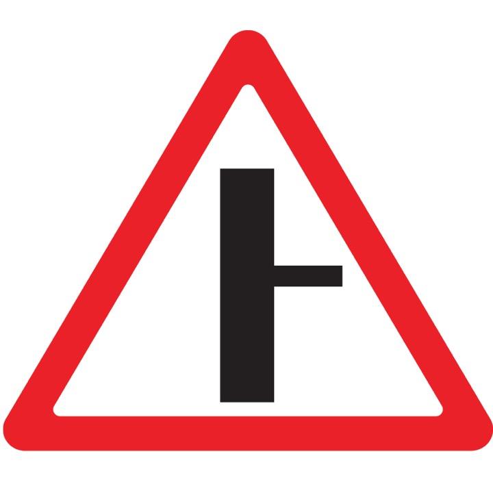Дорожный знак 2.3.2 Примыкание второстепенной дороги (A=900)